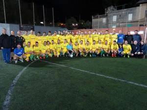 Jugadores de los dos equipos del club